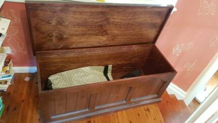Wooden chest (top opening)
