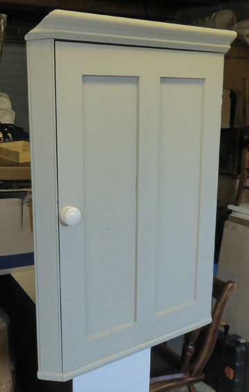 Attractive corner wall cupboard, dining room/kitchen, painted pine, three shelves, good condition.