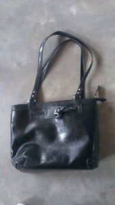 Black purse, in like new condition