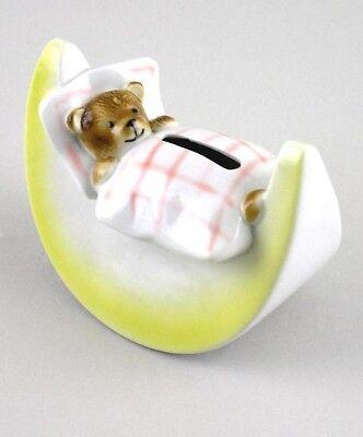 Wagner & Apel Porcelana Hucha Teddy en la cama roja 13x9cm 9942039