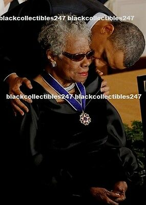 PRESIDENT BARACK OBAMA PHOTO 8X10 MAYA ANGELOU Medal of Freedom Free Ship