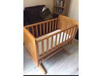 Baby crib / cot