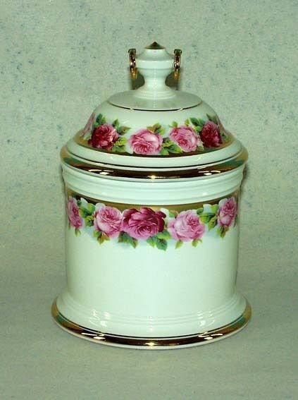 Covered Dish with Rose Border Kämmer-Porcelain 11x20cm a3-44020