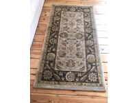Charming small carpet traditional design 3 x 5 ft
