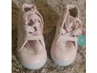 Girl's trainers / boots size 3 bnwt
