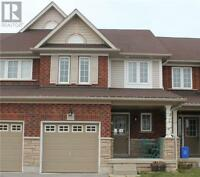 BEAUTIFUL TOWNHOUSE AVAILABLE FOR RENT IN WHITBY