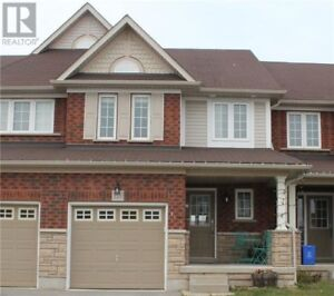 3 BEDROOM TOWNHOUSE IN WHITBY AVAILABLE IMMEDIATELY