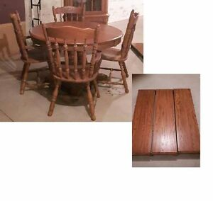 Beautiful high end Pedastal oak table with 3 leaves and 4 chair