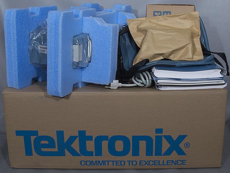 NEW Tektronix 1502B NB Metallic MTDR/TDR Cable Tester w/Opts. 03/04 Bat/Chart YT