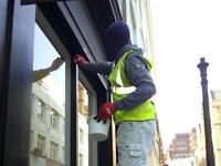 A BUDGET Painter & Decorator with CSCS CARD - ROOMS £100 Up - EXPRESS JOBS done. Call - 07466503701.