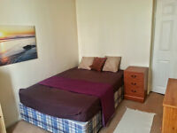 A BRIGHT AND CLEAN DOUBLE ROOM TO RENT IN PUTNEY FOR FEMALE ,NO BILLS TO PAY