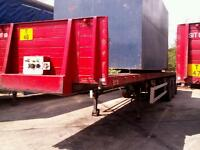Rear steer flat bed triaxle trailers
