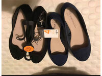2xSize 4 Shoes Black and Navy