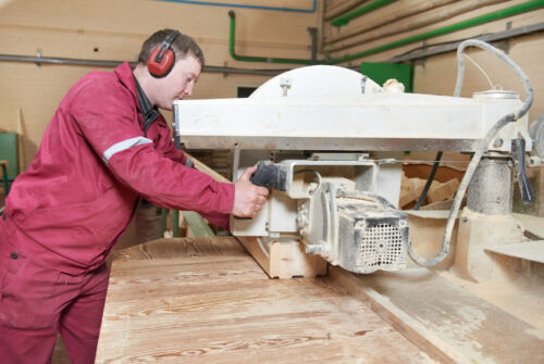 Ratgeber für die Ausstattung von Holz verarbeitenden Betrieben mit Maschinen & Anlagen