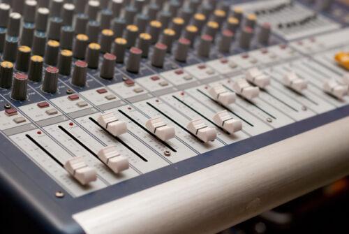 So findet man Soundboards & Adapterringe für das Auto-Hi-Fi-System