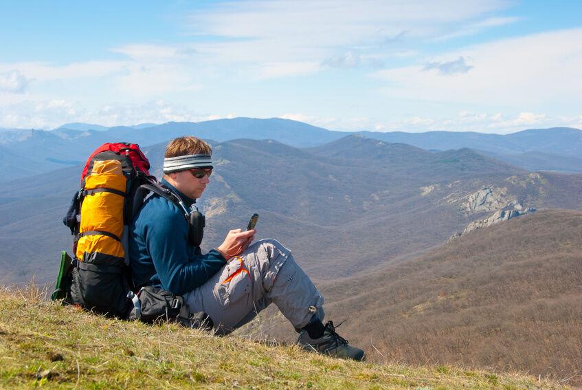 Unterwegs in der Natur: Outdoor Handy oder Outdoor Smartphone?