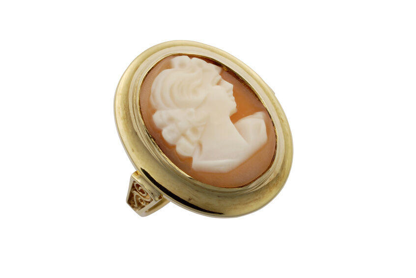 Your Guide To Buying Vintage Cameo Jewelry