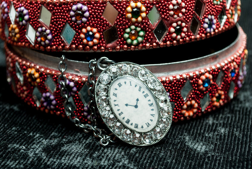 How to Buy Women's Antique Watches