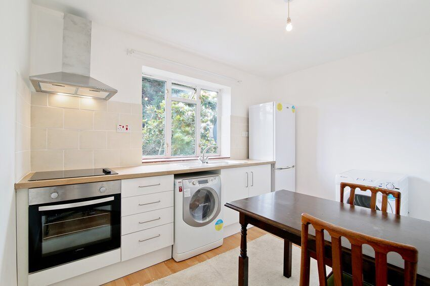 Charming 1 bedroom flat located in West Norwood. Gas, Electricity and Water rates included.