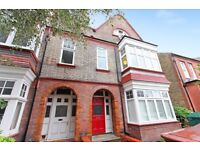 Huge 1 bed flat near station in Streatham!