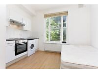 Charming high standard studio flat in New Cross. ALL BILLS INCLUDED except electricity.