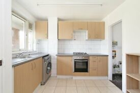 Bight and Airy 4 bed top floor maisonette in Plumstead. Available now. VIRTUAL VIEWINGS AVAILABLE