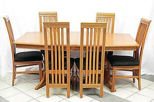 Oak Dining Table & 6 Chairs