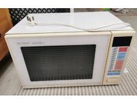 Family size digital microwave