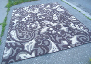 Slightly used Nice 8' X 10' Area Rug in very good clean conditio