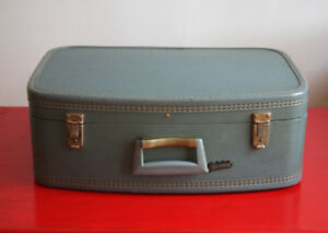 Valise vintage (Marque – Holiday Luggage Montreal)