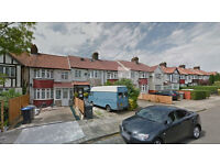 Lovely studio flat on the first floor, available in Kingsbury, HB and DSS accepted.