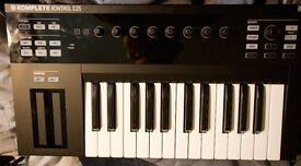 Native Instruments Komplete Kontrol S25 USB midi Keyboard