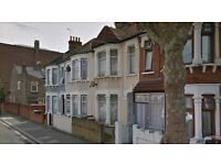 **Newly decorated Four bedroom house, 2 bathrooms, 2 receptions available now in Eastham E6**