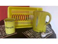 Kettle, drainer & utensils holder