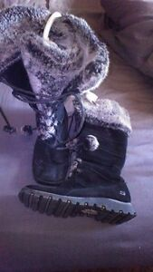 Ladies size 8 sketchers winter boots