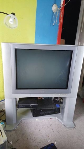 Large 32 JVC I ART HD TV w/Tower Speakers And Has Glass Shelf Stand Too