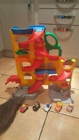 Fisher Price Little People Wheelies Stand 'n' Play Rampway Playset with 5 cars