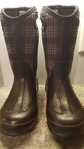 Bogs Size 4 Spider and Plaid
