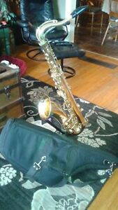 For Sale King 615 Saxophone, with padded case ,and stand