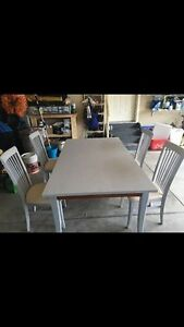 Dining Room Table with 4 Chairs and Leaf