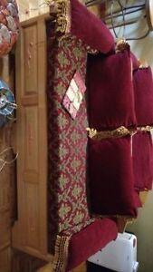Ensemble de divan, pouf et luminaire
