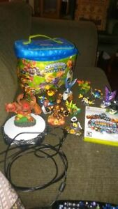 Skylander Giants portal, Figures and bag for xbox 360