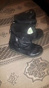 Youth Boys Winter Boots Size 1...lots life left......