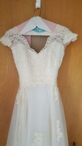 Ivory white lace and beaded A-line wedding dress size 0
