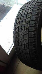 4 pneus blizzak bridgestone avec flocon 175-65-14 très bon état Lac-Saint-Jean Saguenay-Lac-Saint-Jean image 5