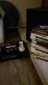 Xbox 360 Elite, 3 Controllers And games