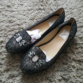 Evans Shoes, Penrose - Size 10 (Brand New)