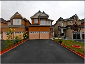 Exquisite 2Storey Detached with 4 Bdr 3 Washrooms in Mississauga
