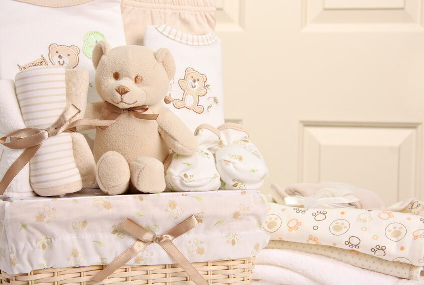 Baby gift basket wrapping : Diy baby shower gift wrap