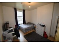 HUGE DOUBLE BEDROOM !!! --- COUPLES OK !!! ** ZONE 2 **